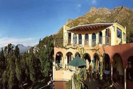 Villa mit wunderschönem Blick auf das Meer und die Berge in Gordons Bay
