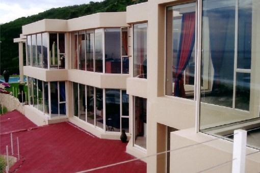 Modernes Anwesen mit Meerblick in Glentana