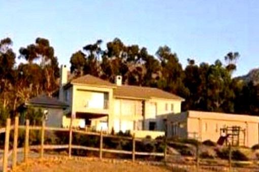 Modernes Anwesen mit eigenem Pferdestall