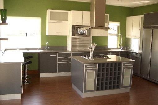 Moderne Küche mit bester Innenausstattung