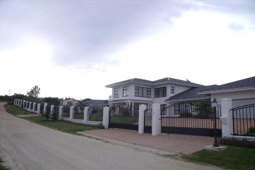 Großartige Villa auf riesigem Grundstück