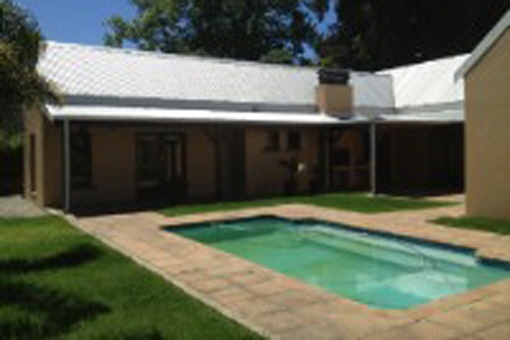 Spacious property with braai area and swimming pool in the suburb of Heather Park