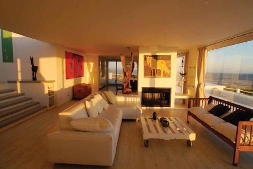 Wohnzimmer mit großen Sofa