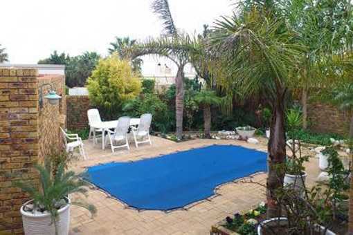 Huge house of total living area of approximately 480 m² with pool and inside braai
