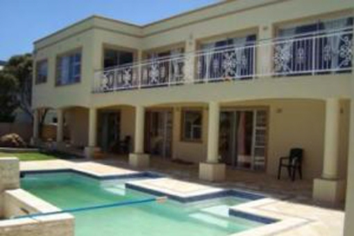Huge property with nice house, guesthouse available and outside rest area with pool